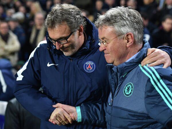 Главные тренеры французского Пари Сен-Жермен Лоран Блан и английского Челси Гус Хиддинк (слева направо)
