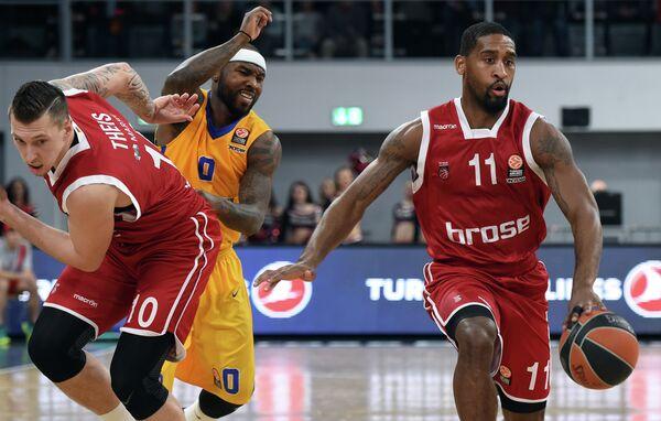 Игровой момент матча Евролиги Брозе Баскет - Химки