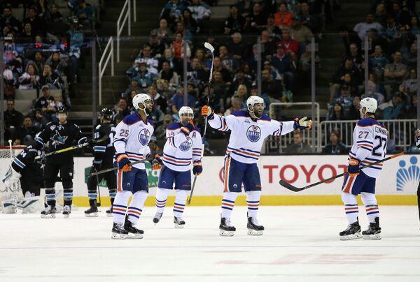 Хоккеисты Эдмонтона Дарнелл Нёрс, Джордан Эберле, Патрик Марун и Адам Кленденинг (слева направо)