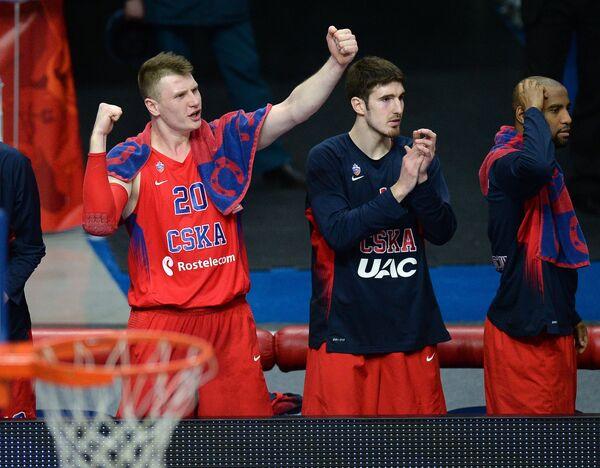 Баскетболисты ЦСКА Андрей Воронцевич, Нандо де Коло и Аарон Джексон (слева направо)