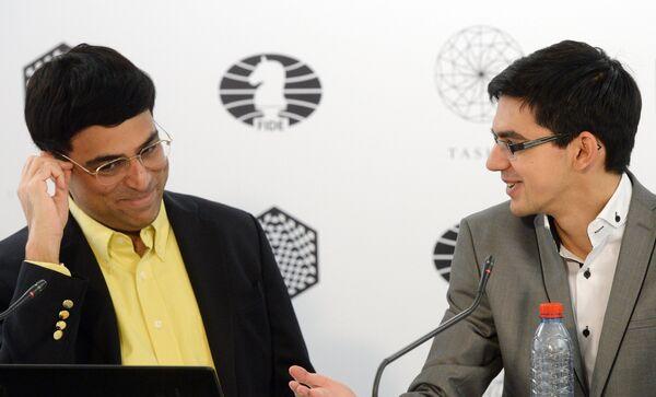 Гроссмейстеры Вишванатан Ананд и Аниш Гири
