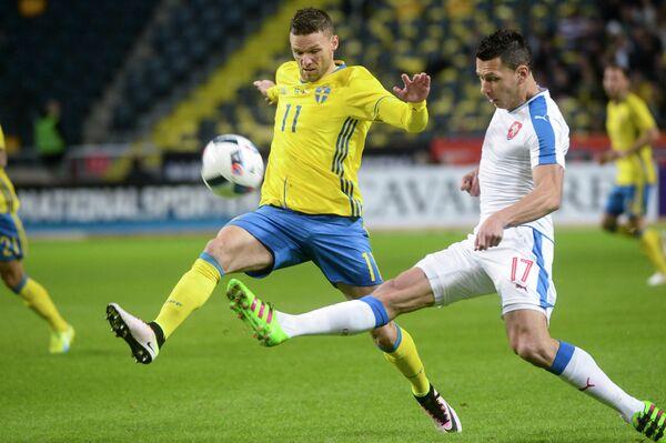 Игровой момент товарищеского матча между сборными Швеции и Чехии