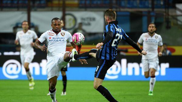 Игровой момент матча чемпионата Италии по футболу Интер - Торино