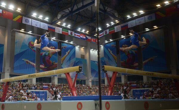 Спортивная гимнастика, упражнение на бревне