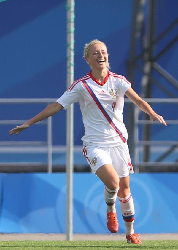 Футболистка сборной России Анна Чоловяга