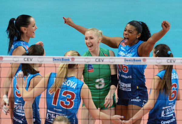 Волейболистки московского Динамо Яна Щербань, Фернанда Гарай Родригес, Анна Малова, Ирина Фетисова (справа налево)