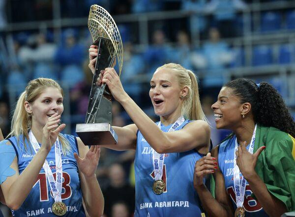 Игроки ЖВК Динамо (Москва) Ирина Фетисова, Юлия Морозова и Фернанда Гарай Родригес (слева направо)
