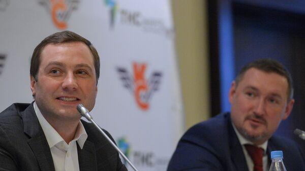 Алексей Морозов (слева)