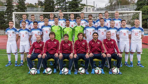 Игроки и тренерский штаб юношеской сборной России (игроки 2000 года рождения)