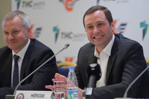 Алексей Морозов (справа)