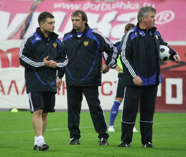 Игорь Корнеев, Александр Бородюк и Гус Хиддинк (слева направо)