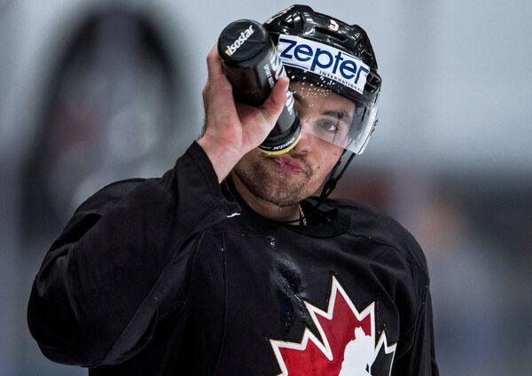 Нападающий сборной Канады по хоккею Мэтт Дюшен