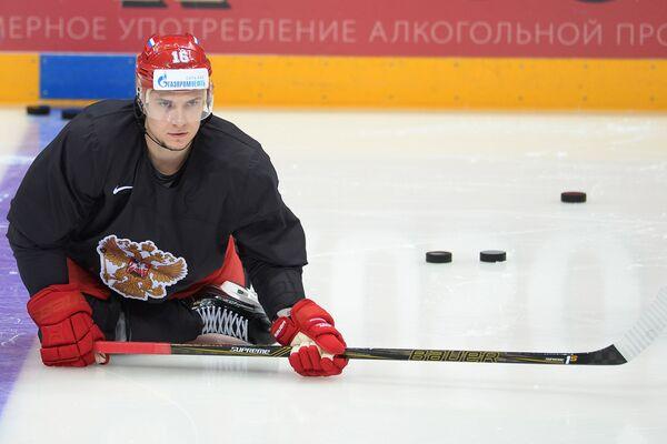 Нападающий сборной России по хоккею Сергей Плотников