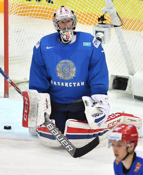 Вратарь сборной Казахстана Виталий Колесник