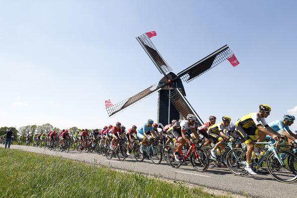 Велогонщики на этапе многодневки Джиро д'Италия