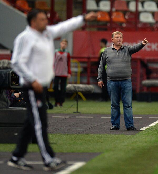Главный тренер Кубани Игорь Осинькин (справа)