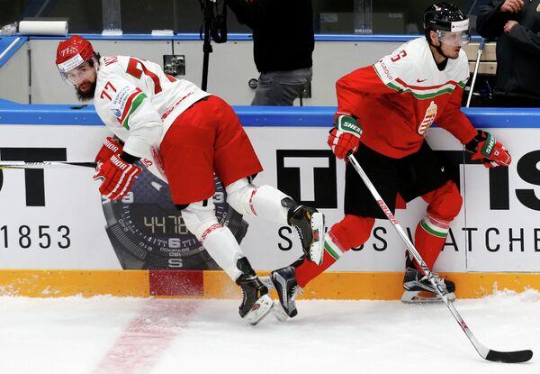 Игровой момент матча чемпионата мира по хоккею Венгрия - Белоруссия