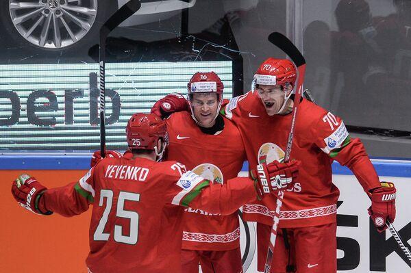 Хоккеисты сборной Белоруссии Олег Евенко, Джефф Плэтт, Шарль Лингле (слева право)