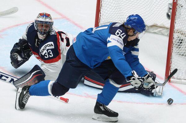 Игровой момент матча Словакия - Финляндия