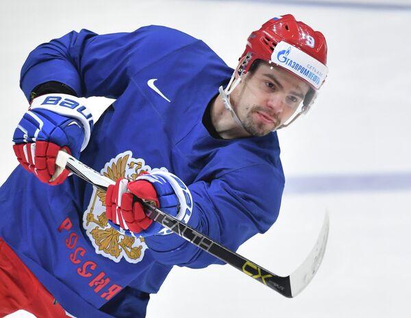 Защитник сборной России Виктор Антипин во время тренировки