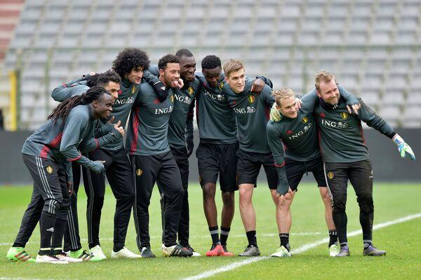 Футболисты сборной Бельгии. Третий справа - Бьерн Энгелс