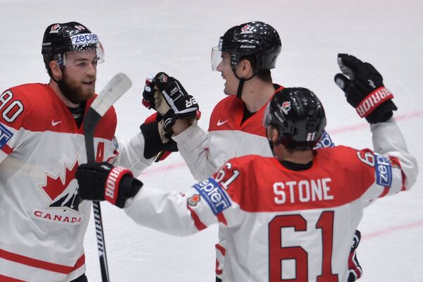 Хоккеисты сборной Канады Райан О'Райлли, Марк Шайфли и Марк Стоун (слева направо)