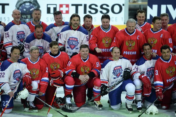 Хоккеисты сборной России и сборной Лиги легенд