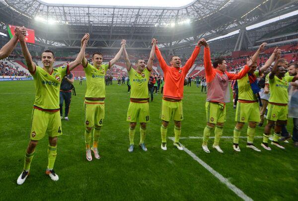 Футболисты ЦСКА после победы в матче 30-го тура чемпионата России по футболу