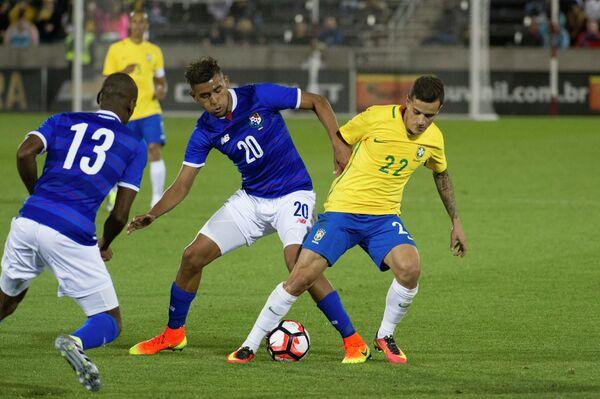 Игровой момент матча Бразилия - Панама
