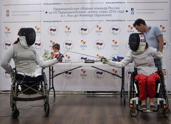 Члены паралимпийской сборной России по фехтованию