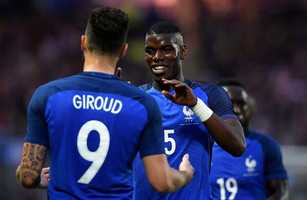 Футболисты сборной Франции Поль Погба и Оливье Жиру (справа налево)