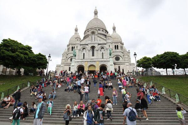 Собор Базилика Сакре Кер на холме Монмартр в Париже