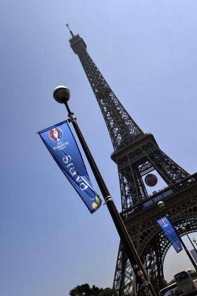 Флаги Евро-2016 перед открытием фан-зоны чемпионата Европы по футболу