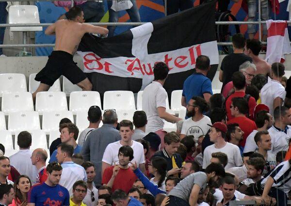 Болельщики покидают стадион после матча группового этапа чемпионата Европы по футболу - 2016 Англия - Россия