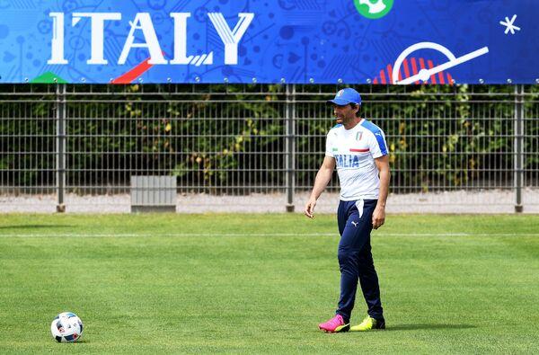 Главный тренер сборной Италии по футболу Антонио Конте