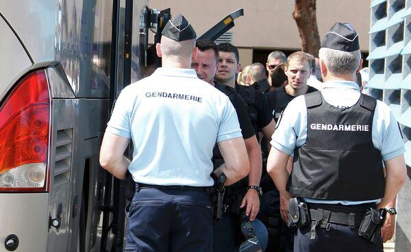 Французская полиция и болельщики сборной России по футболу