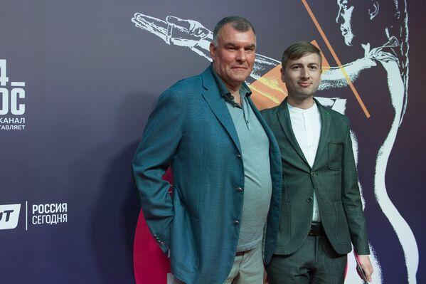 Сергей Мирошниченко и Илья Демуцкий (справа)