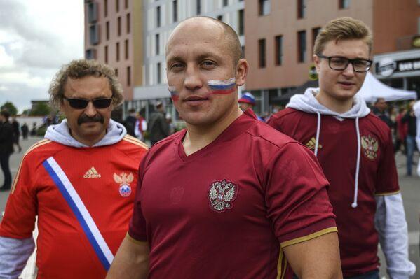 Российские болельщики перед матчем