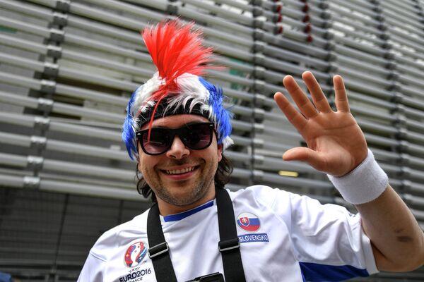 Словацкий болельщик перед матчем Россия - Словакия