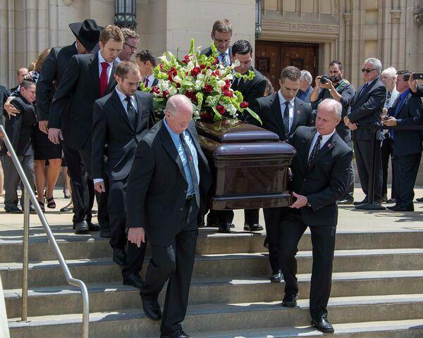 Похороны знаменитого канадского хоккеиста Горди Хоу в Детройте
