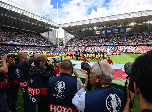 Команды перед началом матча Англия - Уэльс