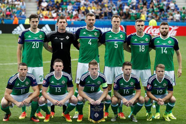 Футболисты сборной Северной Ирландии перед началом матча