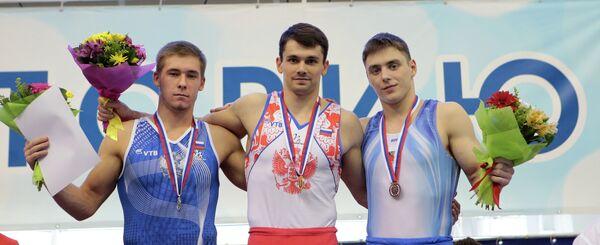 Николай Куксенков (в центре), Владислав Поляшов (слева) и Никита Игнатьев