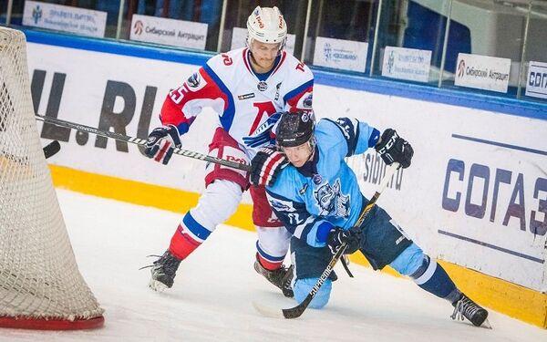 Александр Елесин (слева)
