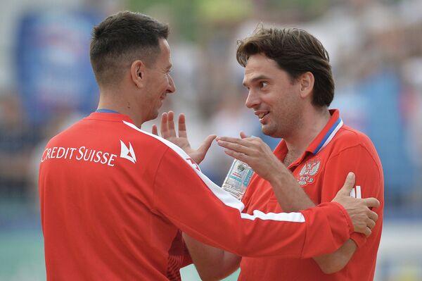 Главный тренер сборной России Михаил Лихачев (справа)