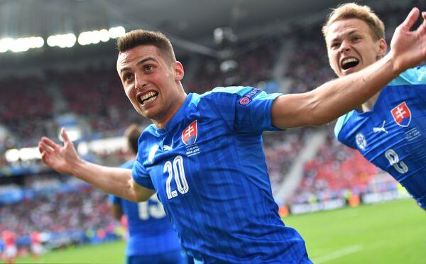 Футболисты сборной Словакии Роберт Мак и Ондрей Дуда (справа)