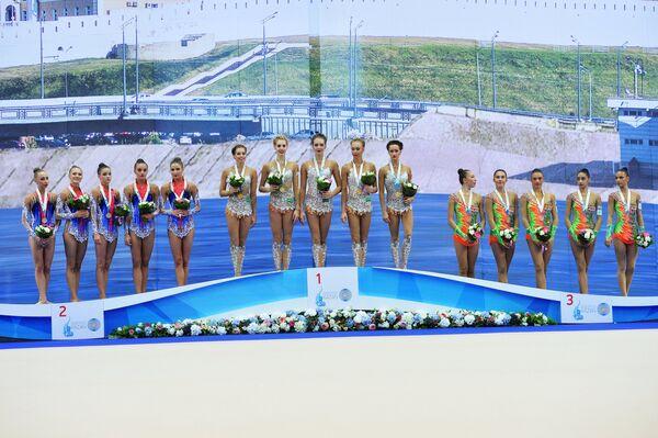 Спортсменки сборной Белоруссии по художественной гимнастике, спортсменки сборной России и спортсменки сборной Израиля (слева направо)