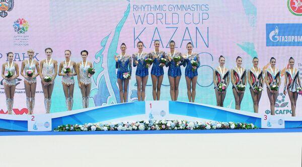 Спортсменки сборной России по художественной, спортсменки сборной Болгарии и спортсменки сборной Израиля (слева направо)