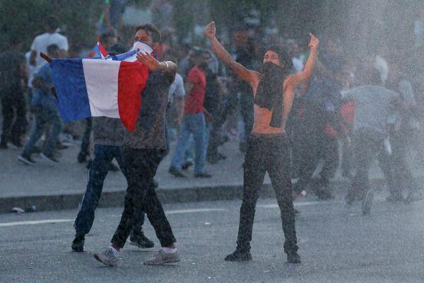 Беспорядки у фан-зоны в Париже перед финалом чемпионата Европы по футболу
