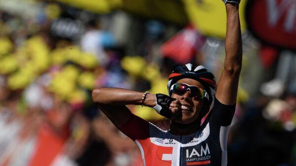 Велогонщик команды IAM Cycling Харлинсон Пантано